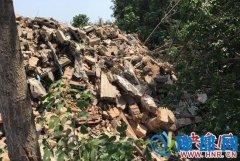 郑州建筑垃圾逼近绕城高速 泄洪沟被填平