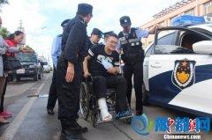 内蒙古一考生考前摔伤 坐警车赴高考考场