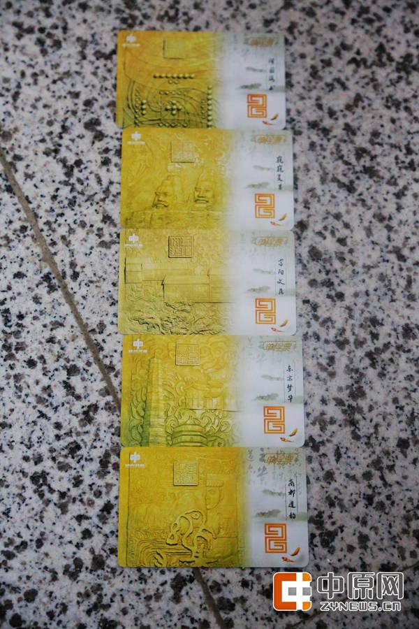 地铁2号线的卡票与1号线区别明显,整体色调为黄色,共有5种图案,而背面是郑州地铁各条线路的规划图