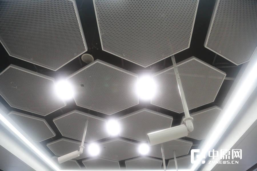 沙门站厅的装饰风格