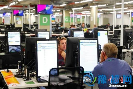 当地时间7月29日,里约奥运会开幕在即,奥运主媒体中心的主新闻中心(MPC)和国际广播中心(IBC)已全面投入运行,从当日起至8月22日24小时运行,这里将成为中外记者及转播机构的工作大本营。 <a target='_blank' href='http://www.chinanews.com/'>中新社</a>记者 富田 摄 当地时间7月29日,里约奥运会开幕在即,奥运主媒体中心的主新闻中心(MPC)和国际广播中心(IBC)已全面投入运行,从当日起至8月22日24小时运行,这里将成为中外记者及转播机构的工作大本营。 <a target='_blank' href='http://www.chinanews.com/'>中新社</a>记者 富田 摄