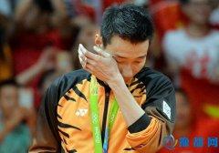 李宗伟向马来西亚道歉 首相:你已是英雄