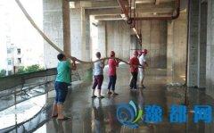 区住建局开展辖区建筑工地楼层清洁化行动