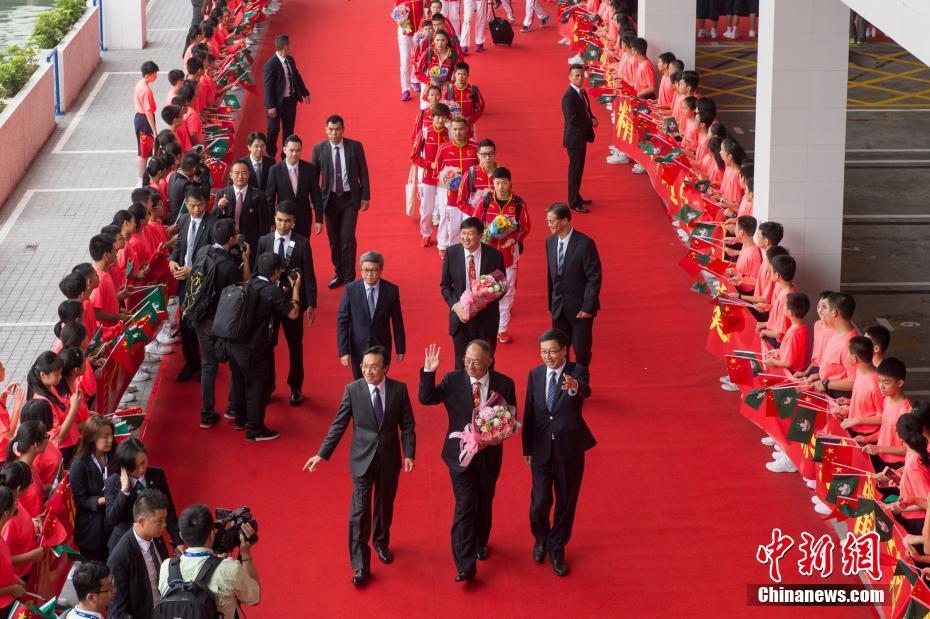 8月29日,里约奥运会国家奥运精英代表团抵达澳门,展开一连4天的访问行程,与澳门市民近距离交流。 中新社记者 张宇 摄