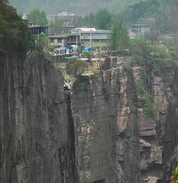 蜀道难,这里比蜀道还难,更有人称这里是世界上最险峻的生活区。