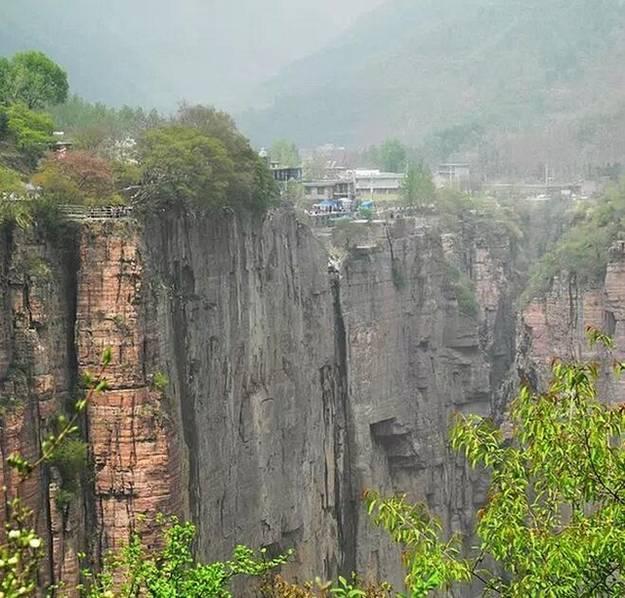郭亮村人民的愚公精神,比他的海拔还高。