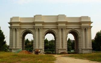 郑州高校现山寨版凯旋门 造价高达300万