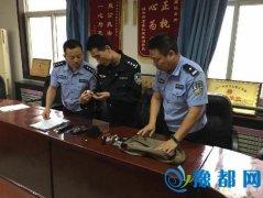 男子冒充警察铐女友 包里放催情药和成人玩具