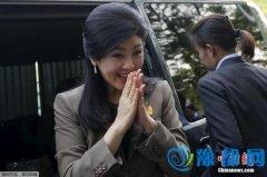 """泰国前总理英拉要搭飞机出行 被开""""坠机""""玩笑"""
