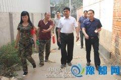 区委副书记赵广成到万金镇看望慰问贫困户