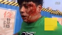 实拍郑州街头五旬大爷打得20岁小伙满脸血 警察惊叹:厉害!