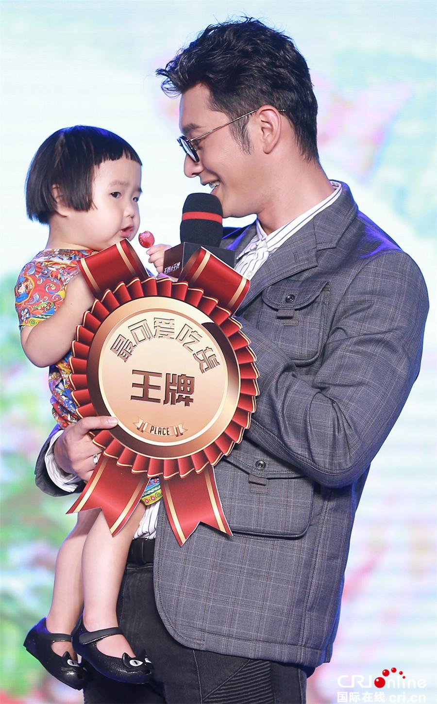 黄晓明暧昧回应Angelababy怀孕传闻:锻炼身体准备抱孩子