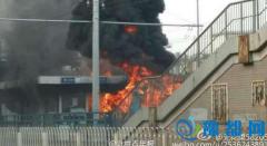 北京公交车起火被烧毁 一公里外可见黑烟(图)