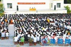 泌阳县检察院集中在县二高为新生上法制课
