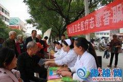 确山卫计系统医务志愿者靖宇广场开展义诊活动
