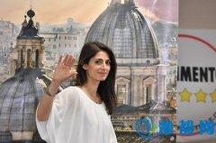 意大利罗马迎来首位女市长:人气旺 颜值高(图)