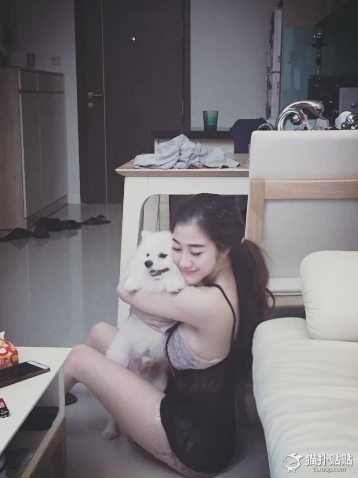 妹子晒和狗狗的日常生活 网友:愿下辈子当只狗