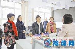 驿城区政府主要负责同志深入社区调研