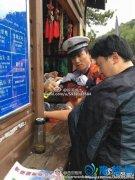 陕西黄陵森林公园上百游客遭群蜂攻击 哭声一片