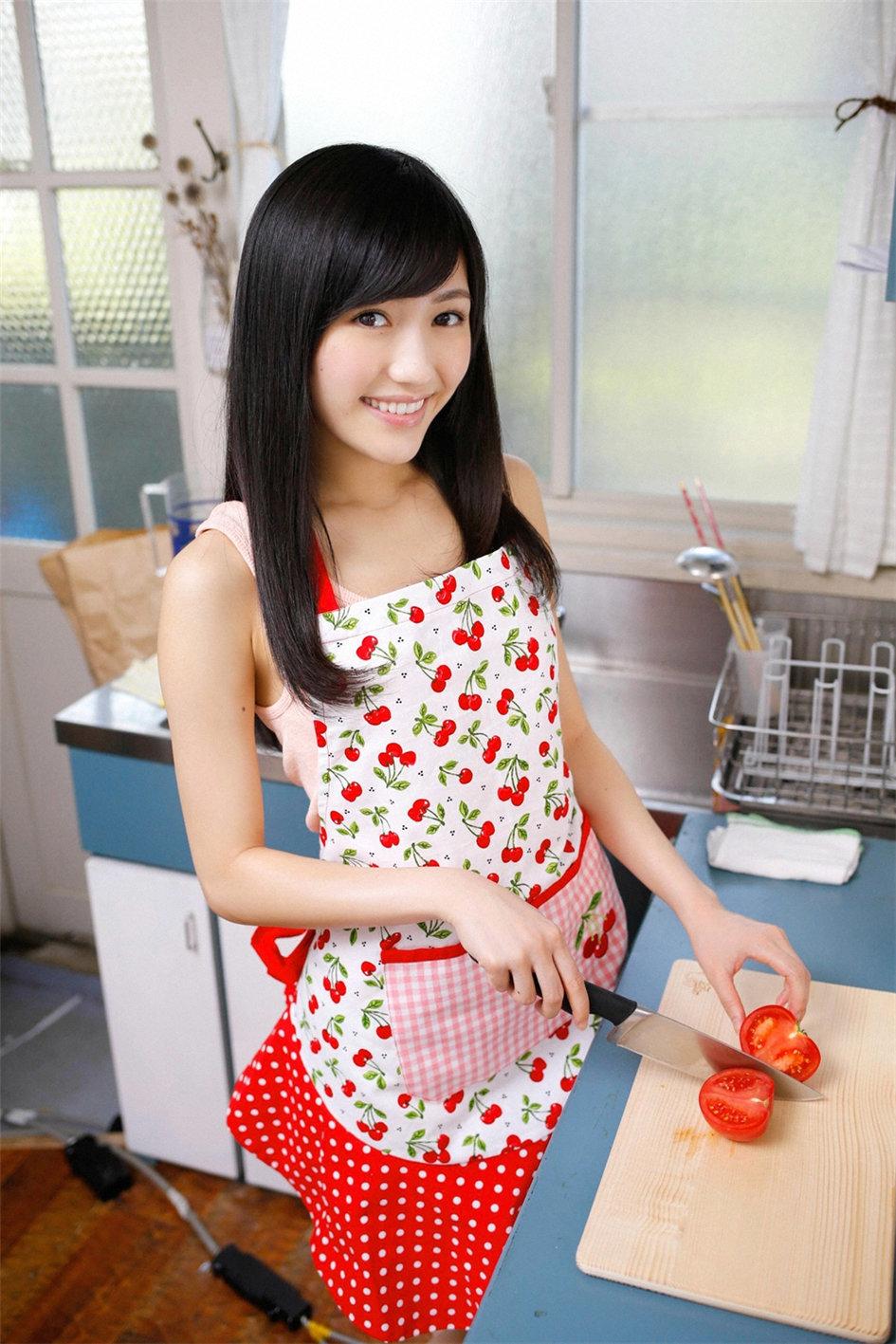 AKB少女偶像私密写真 厨娘装扮俏皮可爱