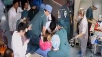 实拍女子在医院走廊等母亲手术时晕厥 七位医生轮流抢救