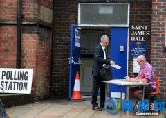 英国公投计票近尾声脱欧几成定局 脱欧派领袖庆贺