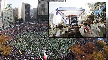 韩民众举行大规模抗议集会 农民抬棺材示威