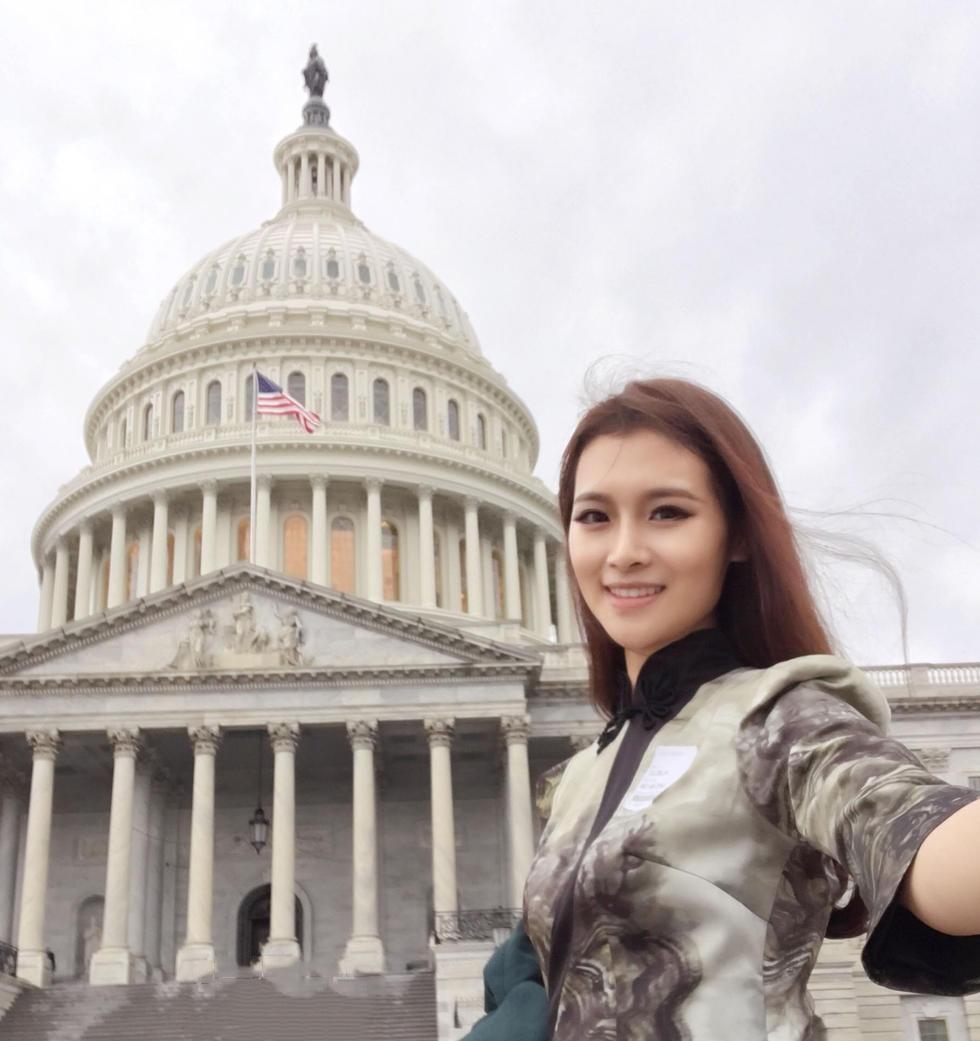 姓名:孔敬 城市:北京 年龄:21岁 职业:学生 星座:狮子座 孔敬来自河南,目前就读于北京服装学院,在2016年的s世界小姐大赛中,通过层层筛选,最终夺得桂冠。