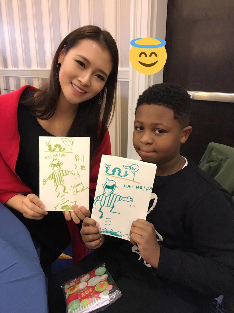 孔敬称图中的小男孩说话温柔有礼貌,并且在画画方面极具天赋。