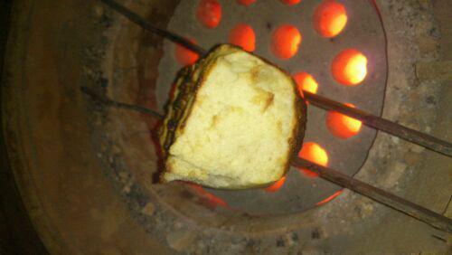 实在没有东西烤也没关系,从家里拿出来一个大馒头,放到火上烤烤也特别好吃吗,吃过绝对还想再吃!