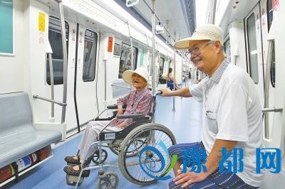 """郑州地铁2号线试乘 近万市民将体验""""小2""""风情"""