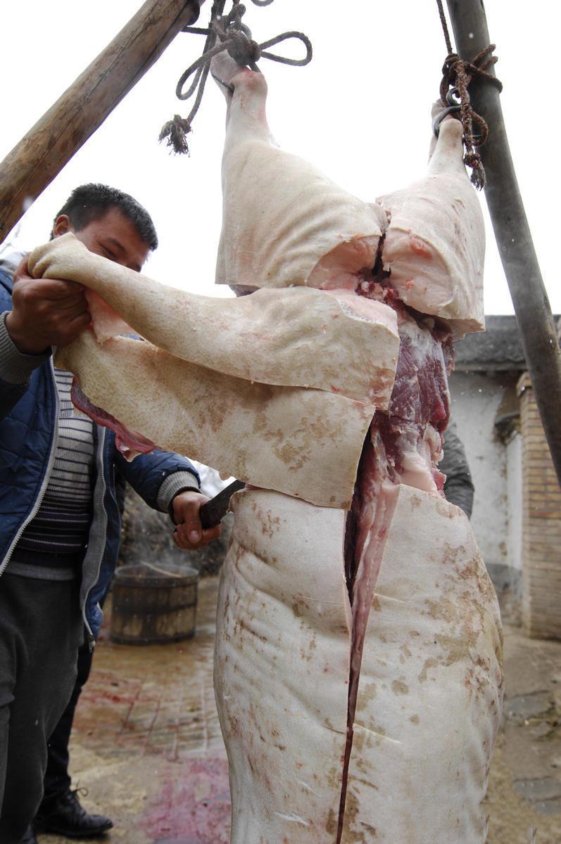 猜猜为什么要这样割肉?这位大哥的手法和你见到的大概不一样了吧?