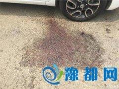 两女子遭男子当街割喉 行凶后男子自行报警