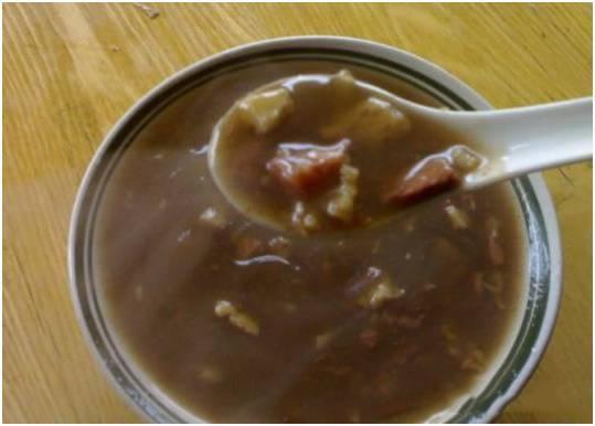 北舞渡胡辣汤。北舞渡的炖肉糊辣汤肉烂汤鲜,香辣绵口,回味无穷,是30几种中草药加上炖肉、胡椒,辣椒,花椒,八角等熬制的。是胡辣汤中的极品。