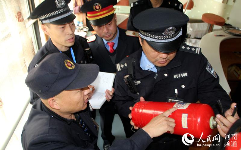 防患未然进行消防安全检查 周延民供图