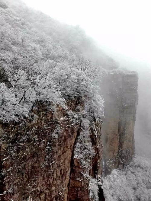 不过是下了一场雪,这儿就美的不像话了。冬日的新乡南太行如此多娇,你一定不会错过她的灵动俏丽。欣赏一下此时此刻新乡南太行的雪后美景吧!