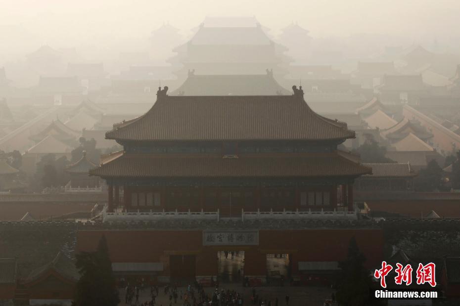 环保部12月30日深夜通报重污染天气应急督查组开展工作情况。据中国环保部消息称,北京、天津、石家庄、保定、廊坊、郑州、鹤壁、安阳、济南、德州、聊城等61个城市已启动空气污染天气预警。