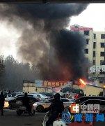 郑州南阳路农业路发生火灾 现明火已扑灭道路拥堵