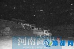 郑州市大气办夜间暗访 渣土车司机下车就跑