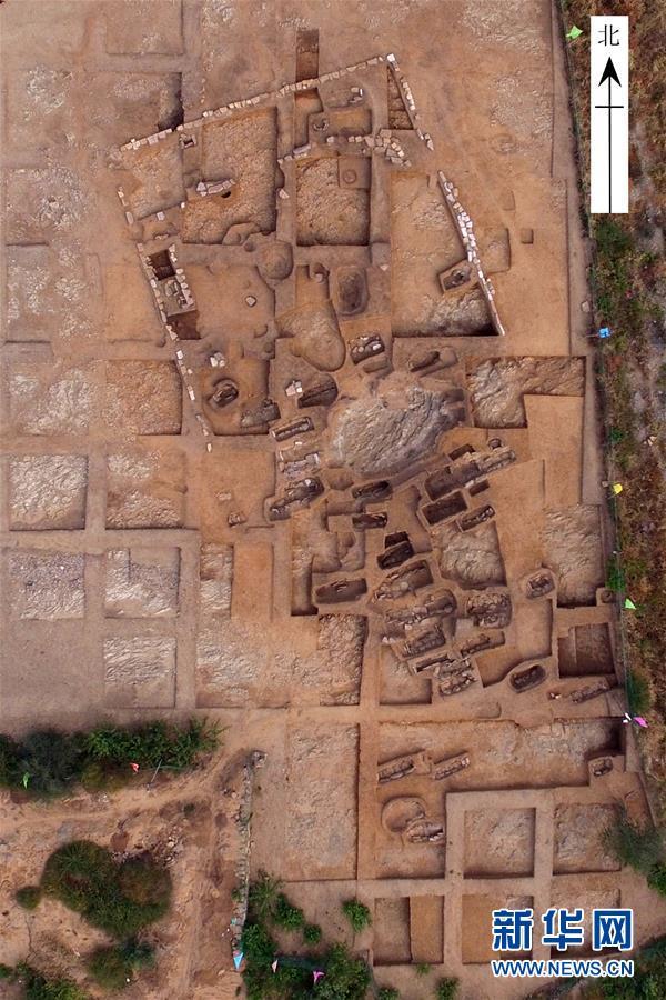 这是辽宁朝阳市半拉山红山文化墓地(资料照片)。新华社发