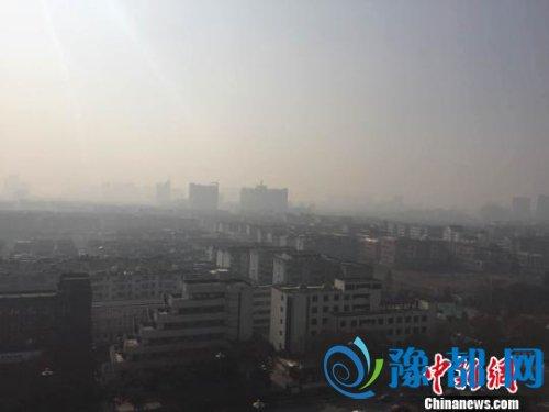 """资料图: 图为遭""""霾伏""""的古城扬州。 崔佳明 摄"""