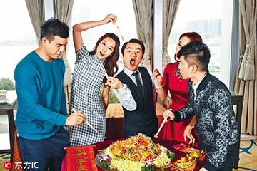 香港明星怎么过春节?王祖蓝捞鲍鱼,钟楚红派红包