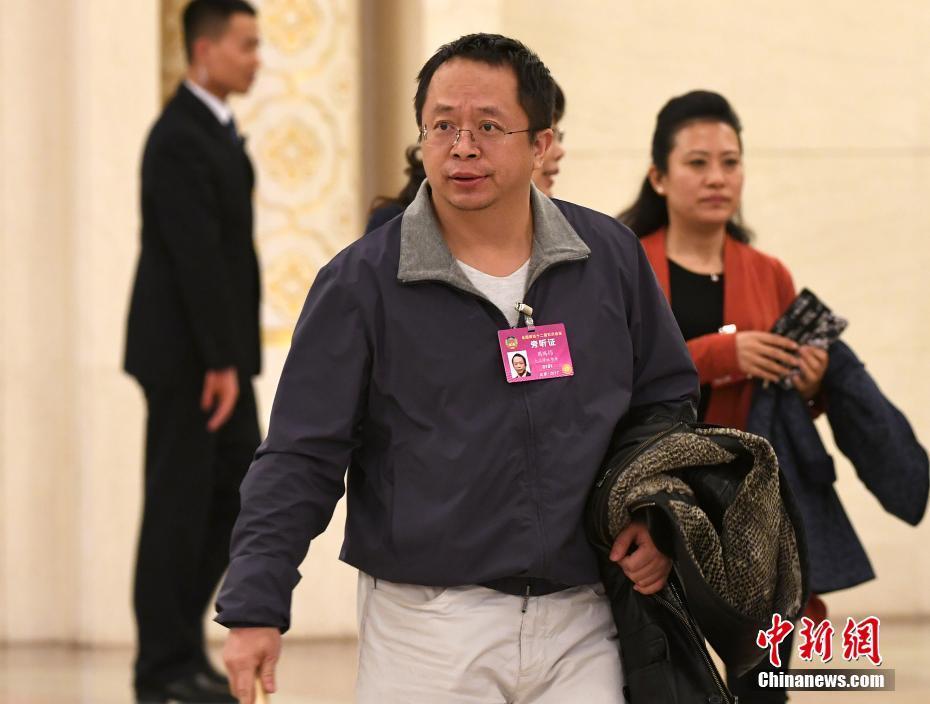 3月3日,全国政协十二届五次会议在北京人民大会堂开幕,360公司董事长周鸿�t旁听大会。中新社记者 侯宇 摄
