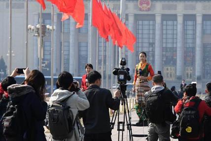全国政协十二届五次会议开幕 记者聚焦会议