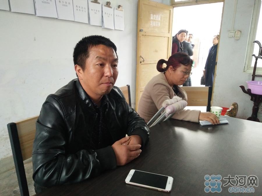 薛改霞的丈夫每天负责接送她上下班。