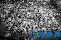 菲律宾3800名犯人挤在仅能容纳800人的监狱里