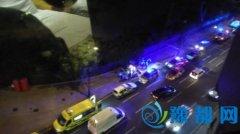 伦敦持刀袭击致1死5伤 目击者:大批警察到场