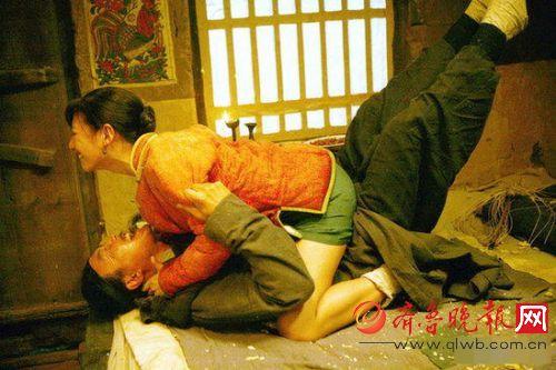 """达康书记""""与张雨绮在电影《白鹿原》里的剧照,这一段内容,在后来播出的版本里遭到了删除,现在只能看到这些剧照里了。"""