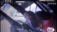 暖心:河南女孩公交车上晕倒两次 众人忙救援