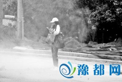 河南省环保厅长鼓励记者多做暗访 曝光环境污染行为